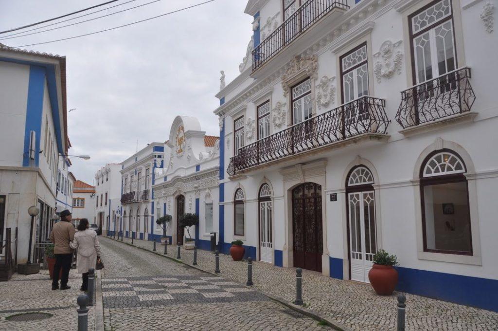En teori om hur man bygger hus här i Portugal, då husen ser lite annorlunda ut här om man åker från norr till söder.